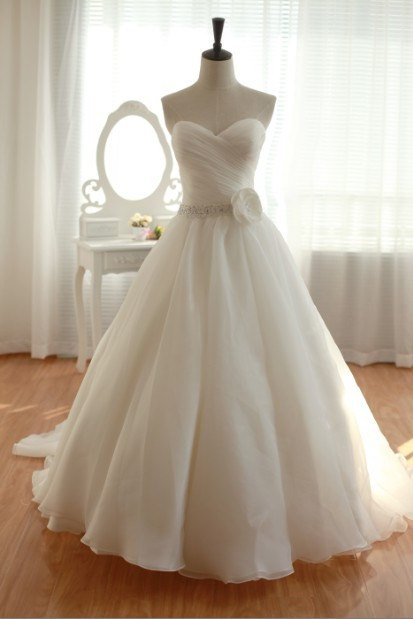 Ball Gown Sweetheart Ivory Organza Wedding Dress